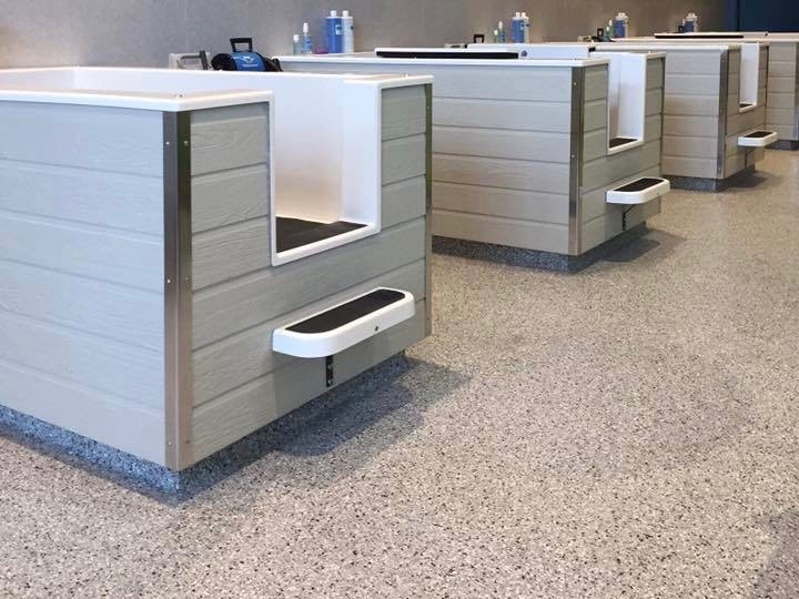 Pet care facility with bathing tubs